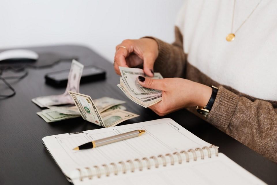 como cuidar las salidas de dinero